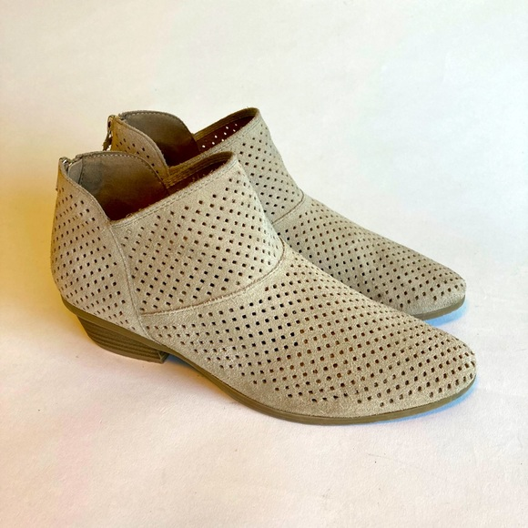 Reaction Kenneth Cole Grey Suede Ankle Booties